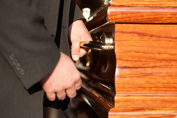 Competencia extrema la investigación al sector funerario por la compra y fusión entre empresas